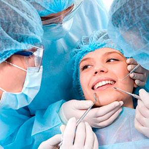 Девушка и хирурги