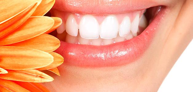 Как убрать зубной налет в домашних условиях: быстро и без вреда для эмали