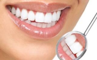 Зубы в отражении зеркала