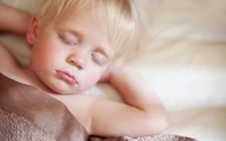 У ребенка текут слюни во сне