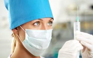 Медсестра готовится к уколу