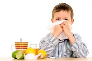 Ребенок с фруктами