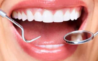 Девушка и стоматологические инструметы