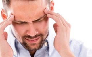 У мужчины болит голова