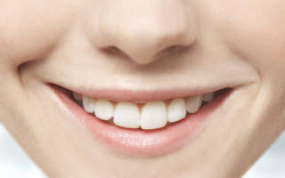 Девушка с белыми зубами