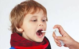 Орошение горла ребенка