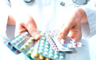 Таблетки в руках
