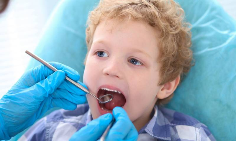 Герметизация фиссур молочных зубов