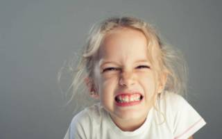 Ребенок скрипит зубами