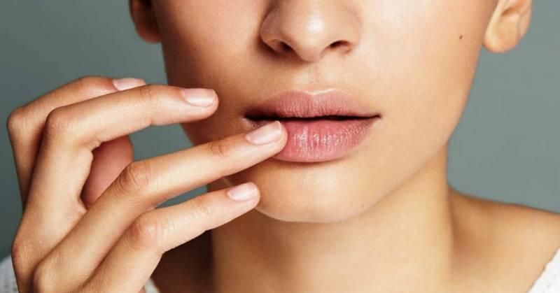 Трещины в уголках губ чем мазать