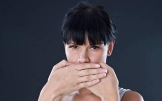 Почему появляются белые прыщики на губах и как от них избавиться?
