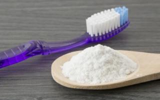 Зубная щетка и сода